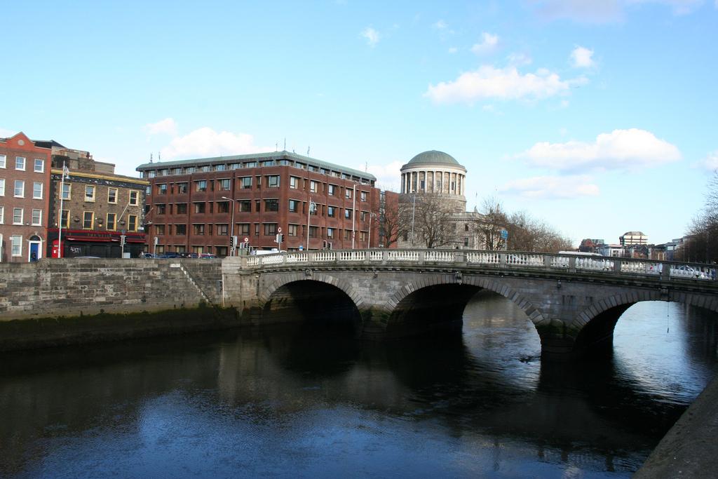 dublin-four-courts-04
