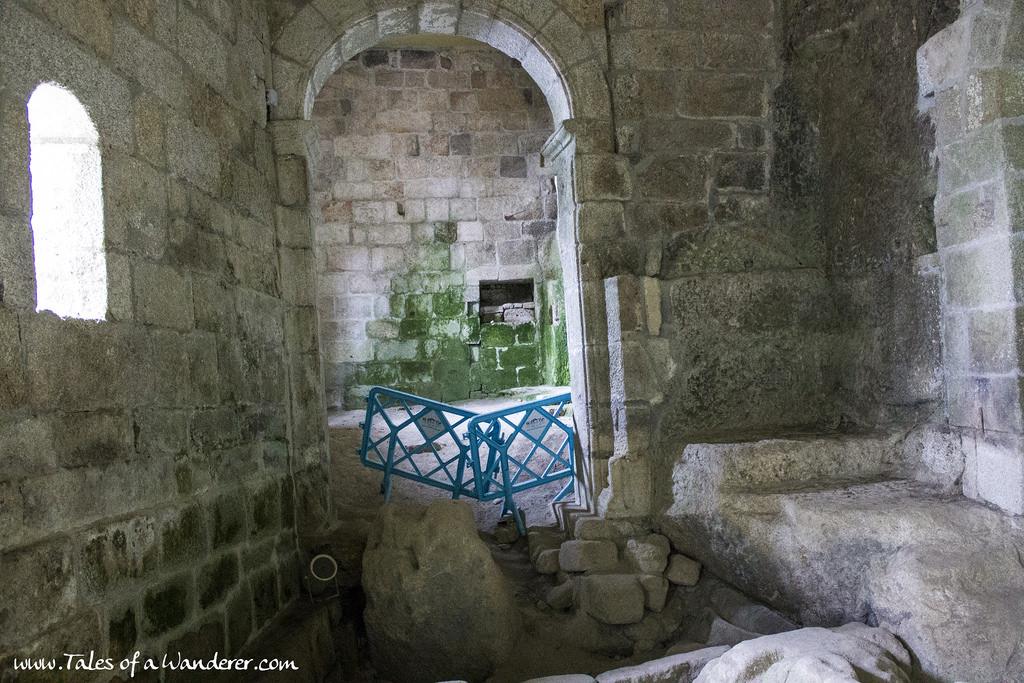 La iglesia rupestre de San Pedro de Rocas, el monasterio más antiguo de Galic...