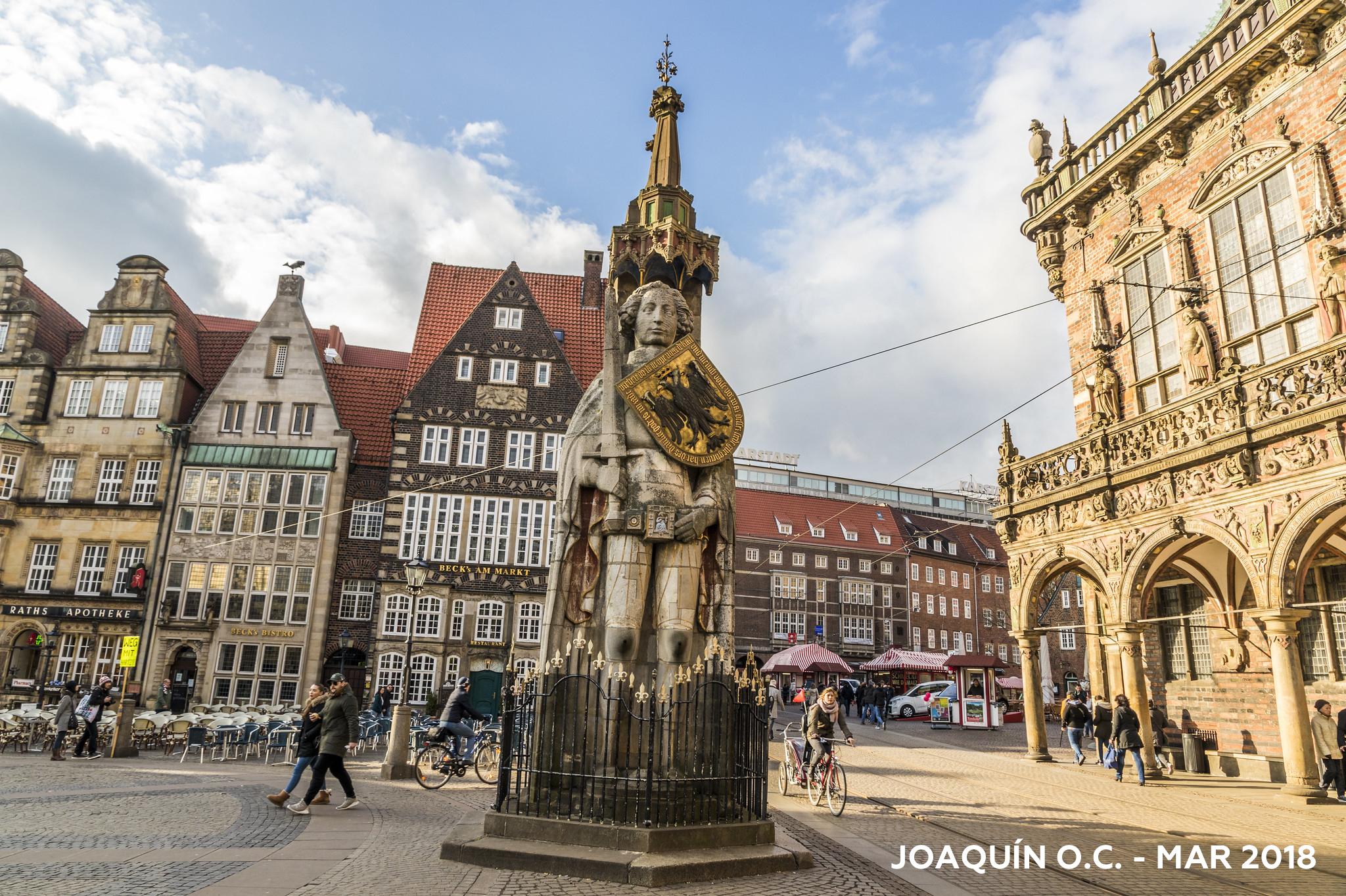 La Estatua De Rolando Símbolo De La Autonomía De Bremen